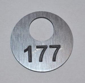 номерок гардеробный гравировка 5 см 200 руб