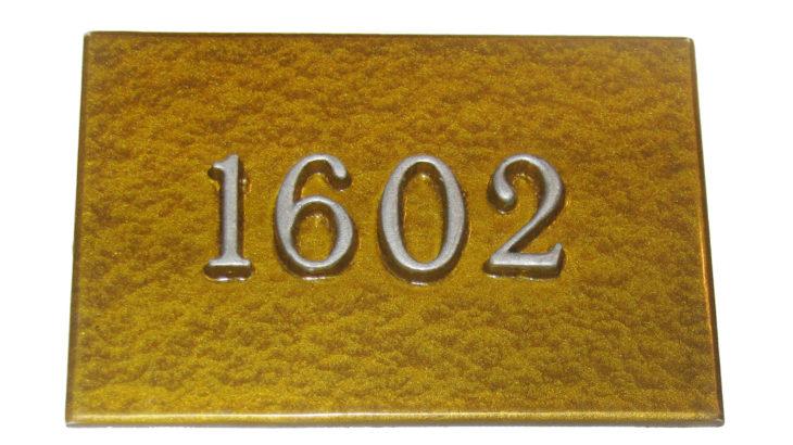 Номерок с объемными цифрами. Размер 12х7. Стоимость 190 руб